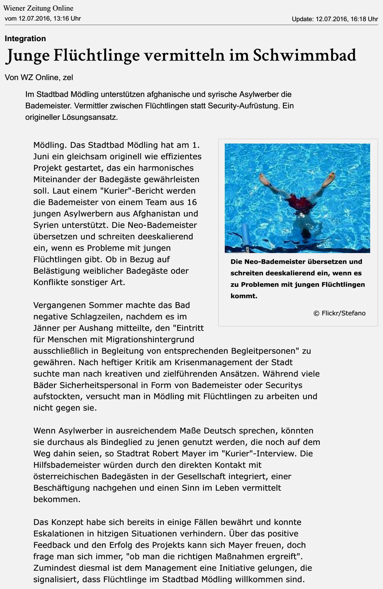 WienerZeitungOnline_20160712_JungeFluechtlingeVermittelnImSchwimmbad